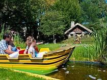 Auf einer Bootstour können die Besucher Janoschs Traumland erkunden. © Filmpark Babelsberg