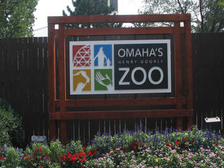 Omaha's Henry Doorly Zoo front sign © OmahaZoo