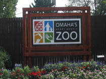 Omaha's Henry Doorly Zoo front sign © OmahaZoo